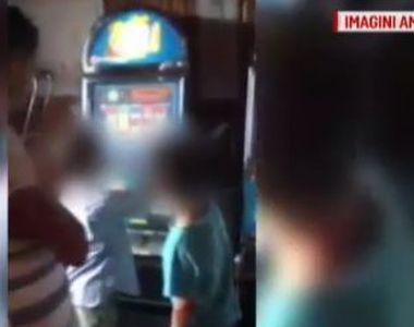 Doi copii de 10 si 11 ani au fost filmati jucand la pacanele intr-un bar din Vaslui....