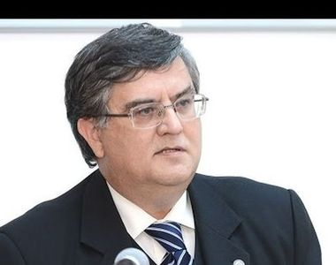 Ministrul Educatiei vrea sa le interzica rectorilor sa detina functii politice sau in...