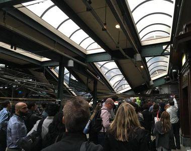 Un tren plin de pasageri a intrat cu viteza maxima si a izbit gara din New Jersey....