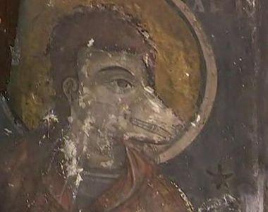 Sfântul cu Chip de Lup, pictat intr-o biserica veche de 300 de ani. Multi se tem de el,...