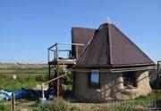 Doi actori si-au construit singuri casa eco pe care si-o doreau! Nu vor plati facturi la curent, apa sau caldura