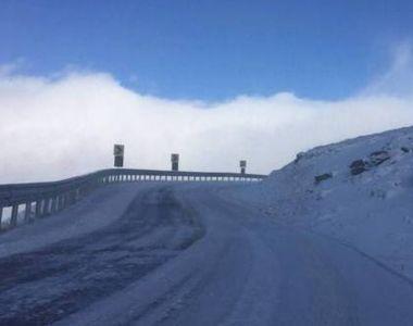 Traficul rutier a fost restrictionat pe Transalpina din cauza viscolului si a zapezii