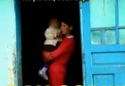 O mama beata, cu un copil de numai 2 ani in brate. Femeia, care abia se tinea pe picioare, s-a trezit cu Protectia Copilului la poarta.