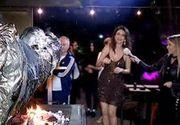 Politicieni de renume, invitati de Ramona Badescu la cina. Vedeta le-a pregatit friptura la protap