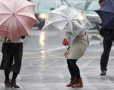 Cod portocaliu de ploi abundente in 14 judete. Capitala si 20 de judete, sub avertizare...