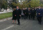 Carmen Iohannis, indurerata la inmormantarea mamei sale! Presedintele si-a anulat toate intalnirile pentru a fi astazi, la Sibiu, alaturi de sotia sa