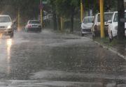 Trafic ingreunat pe mai multe drumuri din tara. DN 25 Galati-Tecuci este inchis din cauza apei de pe carosabil, in timp ce pe Transfagarasan se circula in conditii de iarna