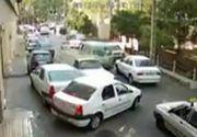 Scena incredibila surprinsa de mai multe camere de supraveghere. Un sofer face prapad in trafic, pe un drum cu sens unic