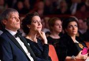 In familia premierului Ciolos, doar barbatul aduce bani in casa! Daca Dacian a incasat in ultimii 5 ani 900.000 de euro, sotia Valerie a castigat doar 220 de euro
