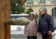 Ce spun bucurestenii despre opera de arta din Piata Revolutiei. Sculptura cu o forma ciudata pune la lucru imaginatia oamenilor