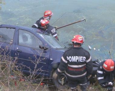 Cele doua tinere care au cazut cu masina in Olt au fost salvate de pompierii din Sibiu