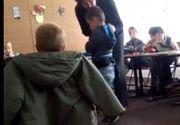 """Educatoarea din judeţul Vrancea, filmată lovind şi jignind doi copii, a fost suspendată din funcţie: """"Nesimţitule, stai dracului într-un loc, dar-ar naiba-n creierii tăi"""""""