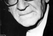 Asa arata mormantul lui Mircea Eliade din Chicago! Urnele cu cenusa ale marelui scriitor si ale ultimei sale sotii sunt ingropate impreuna