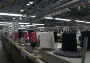 Hainele realizate intr-o fabrica dintr-un mic orasel din Dambovita ajung in magazinele de lux din Europa. Printre clientii fabricii de tricotaje de la Titu se numara si Valentino sau Prada