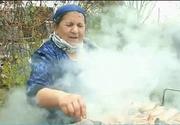 Sarbatoare mare in randul romilor din Sibiu. Cu mic, cu mare au incins gratarele si au umplut mesele cu tot felul de bunatati.