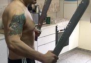 El e luptatorul K 1 care a amenintat ca-l impusca pe promotorul Edi Irimia! Barbatul se poza cu sabii si diverse arme de lupta