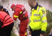 O femeie a fost gasita plutind pe raul Dambovita, in zona Vitan