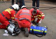 Un tânăr de 19 ani a fost salvat în ultimul moment dintr-o clădire în flăcări. Incendiul ar fi fost provocat