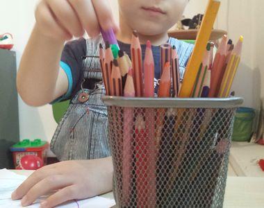 Caz revoltator in Romania. O educatoare din Pitesti a plesnit un copil autist pentru ca...