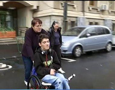 Cum este tratat la scoala un copil cu dizabilitati. Au fost momente cand a si-a facut...
