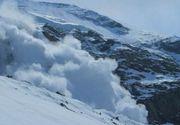 Risc de avalanse in Parang. 20 de copii blocaţi pe munte din cauza zăpezii au fost coborâţi de salvamontişti