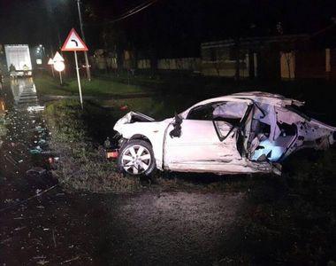 Accident cumplit in Arad. Un tanar de 18 ani a murit dupa ce masina in care se afla s-a...