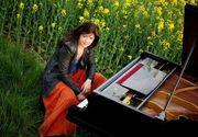 Asa arata mormantul de la Bellu al pianistei Mihaela Ursuleasa! Pe crucea artistei care a murit la doar 33 de ani sunt agatate cateva bijuterii de argint
