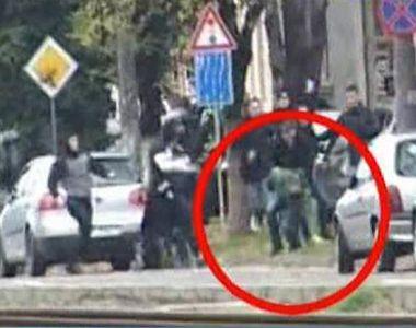 Imagini sangeroase de la lupta de strada dintre huliganii din Arad si Timisoara. Un...
