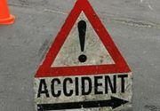 Gorj: Un microbuz cu 14 elevi a fost lovit frontal de un autoturism