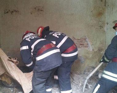 Cadavrul unei femei a fost gasit intr-un imobil aflat in paragina in Constanta. Femeia...
