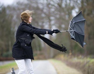 Meteorologii au emis un cod galben de vant puternic in sapte judete, dar si o...