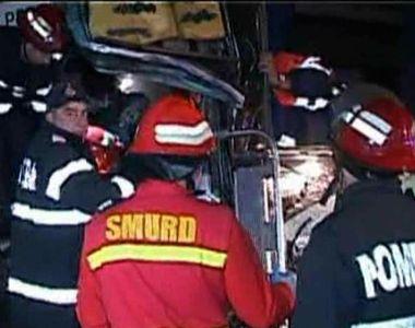 Doua autobuze in care se aflau peste 80 de pasageri s-au ciocnit la Pitesti. 17...