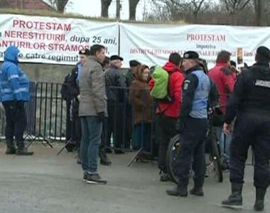 Peste 300 de persoane au iesit in strada sa protesteze la Cluj. Oamenii sunt...