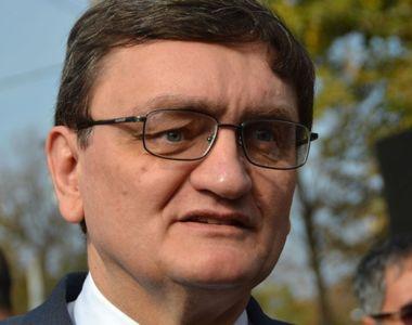 Un fost prim-ministru al Romaniei castiga 27.000 de lei pe luna! Victor Ciorbea si...