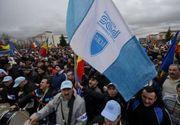Sute de angajati ai uzinei Dacia au protestat fata de conditiile in care sunt transportati catre si de la locul de munca. Reactia companiei