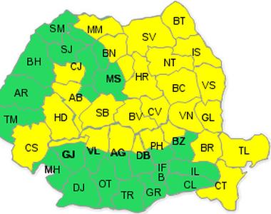 Codul galben de vant, mentinut in 28 de judete si ridicat pentru Bucuresti si 13 judete...