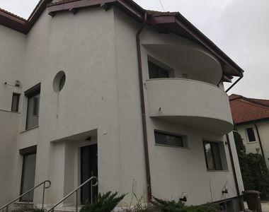 Cum arata vila fostului sef al Agentiei Domeniilor Statului! Casa a fost scoasa la...