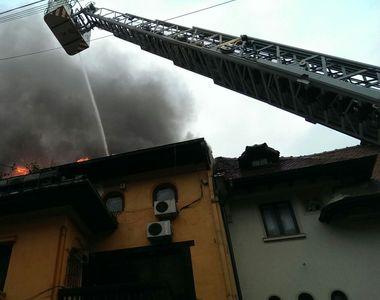 Incendiu puternic la o cladire din centrul Capitalei. Au intervenit opt autospeciale de...