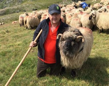 El este ciobanul care a strans o avere de 25 de milioane de euro! Dumitru Andresoi are...
