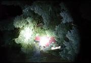 Situatie de criza in Neamt si Arad. Vantul puternic a distrus toate masinile de la serviciul Salvamont. Mai multi stalpi si copaci au cazut peste masini.