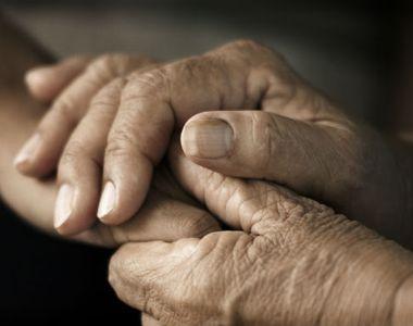 Un tanar si-a gasit bunicii morti in casa, imbratisati