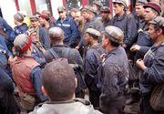 Protest in Hunedoara, la minele Vulcan si Lonea. Minerii, nemultumiti ca nu si-au primit tichetele de masa si primele