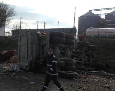 Trafic blocat pe Autostrada A2, in urma unui accident soldat cu un mort si trei raniti