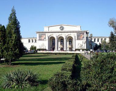 Un barbat a fost gasit mort in cladirea Operei Romane