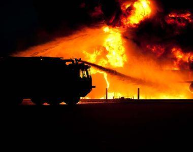 Incendiu in cartierul bucurestean Rahova. Patru cladiri au fost afectate, un barbat a...