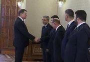 Asteptat sa anunte numele noului prim-ministru, presedintele Klaus Iohannis a aparut astazi cu un anunt surpriza si ne-a urat tuturor sarbatori fericite!