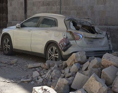 O femeie a murit si alte doua au fost ranite, dupa ce masina in care se aflau a cazut...