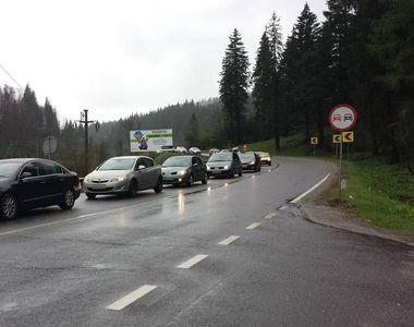 Trafic rutier aglomerat pe Valea Prahovei, sunt coloane de masini pe ambele sensuri