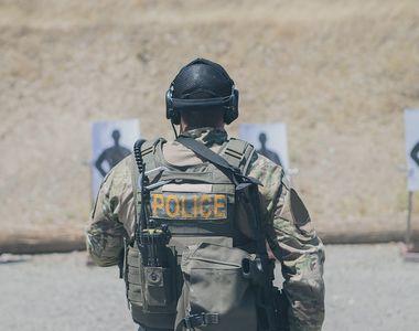 Atac armat in Elvetia. Un barbat a impuscat doi politisti, apoi a disparut. Fugarul...
