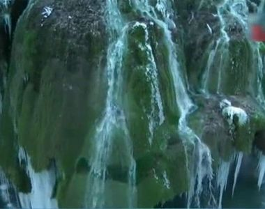 Cascada Bigar, din Caras-Severin, a devenit o perdea imensa de clestar. Gerul din...